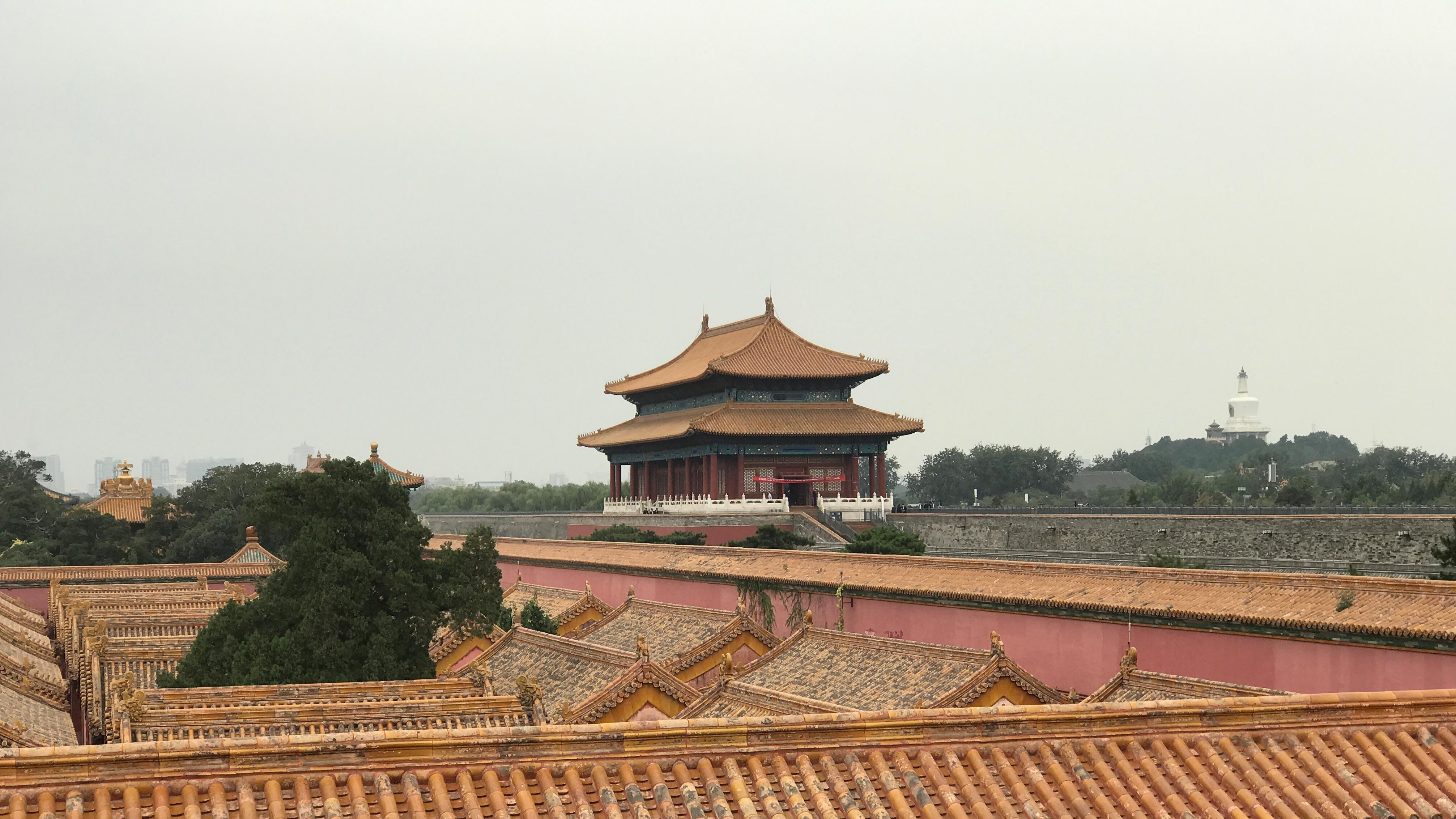 龙袍与袈裟:清代宫廷藏传佛教与皇帝的信仰